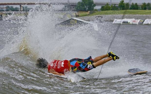 Michael Roeder hits the water as he goes down on his wake skate run during the first day of the Air Nautique WWA National Championships on Wednesday, July 8, 2009, on the Oklahoma River in Oklahoma City, Okla.  Photo by Chris Landsberger, The Oklahoman  ORG XMIT: KOD