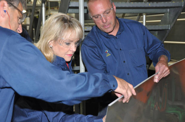 Gov. Mary Fallin receives a demonstration at Quad/Graphics in Oklahoma City. Photo provided <strong></strong>