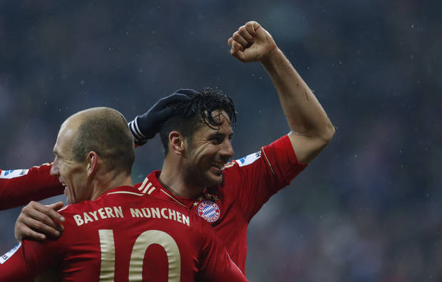 Bayern's Claudio Pizarro of Peru, background, and Arjen Robben of the Netherlands celebrate after scoring during the German first division Bundesliga soccer match between FC Bayern Munich and SV Hamburger in Munich, southern Germany, on Saturday, March 30, 2013. (AP Photo/Matthias Schrader)