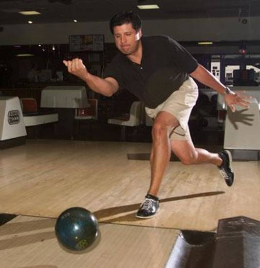 PROFESSIONAL BOWLING: Mike Edwards sends ball down the lane at Heritage Lanes in preparation for this weekend's Oklahoma City PBA Open tournament.  Staff photo by Doug Hoke.