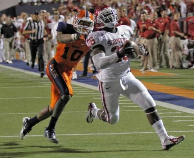 Oklahoma Sooners running back Damien Williams (26) scores a touchdown past UTEP Miners defensive back Drew Thomas (10) on Sunday, Sept. 2, 2012, in El Paso, Tex. Photo by Chris Landsberger, The Oklahoman