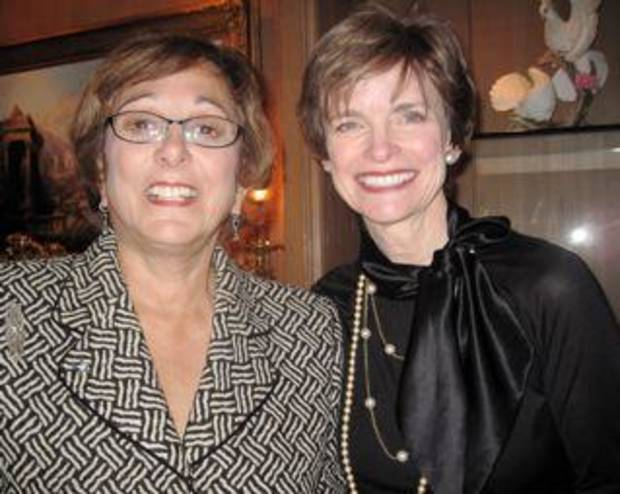 Pam Shdeed and Polly Nichols were at the party in the home of Jeaneen and Bob Naifeh. (Photo by Helen Ford Wallace).