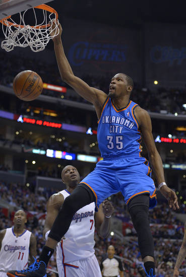 Oklahoma City Thunder forward Kevin Duran, right,t goes up for a dunk as Los Angeles Clippers forward Lamar Odom, second from left, defends while guard Jamal Crawford, left, looks on during the second half of their NBA basketball game, Tuesday, Jan. 22, 2013, in Los Angeles. The Thunder won 109-97.  (AP Photo/Mark J. Terrill)  ORG XMIT: LAS111
