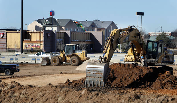 The east side of Interstate 35 near Main Street in Norman is a construction zone as state-contracted crews work on widening the highway and building a new interchange. PHOTO BY STEVE SISNEY, THE OKLAHOMAN <strong>STEVE SISNEY</strong>