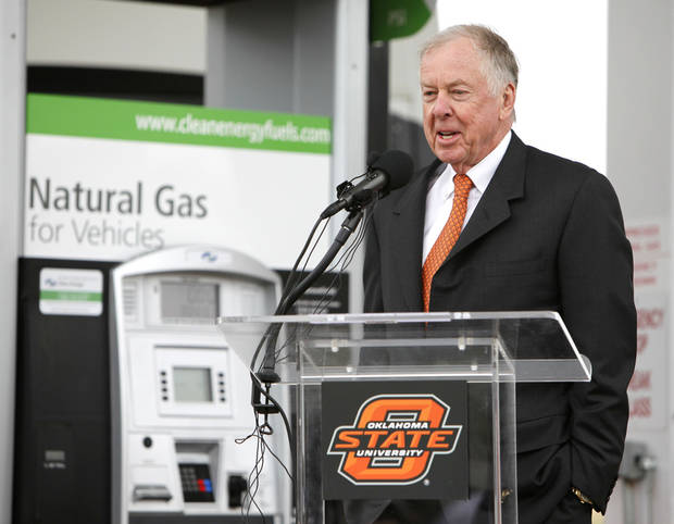 CNG / COMPRESSED NATURAL GAS / STATION / OSU / OPEN: Boone Pickens speaks during the grand opening of Oklahoma State University's clean energy fueling station in Stillwater, OK, Thursday, April 21, 2011. By Paul Hellstern, The Oklahoman ORG XMIT: KOD