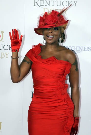 Singer Mary J Blige arrives for the 138th Kentucky Derby horse race at Churchill Downs Saturday, May 5, 2012, in Louisville, Ky. (AP Photo/Darron Cummings)  ORG XMIT: DBY166