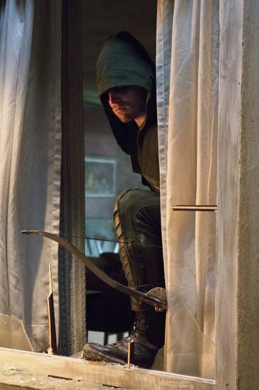 """Arrow – """"Lone Gunman"""" -- Image AR103c_0225b. Pictured: Stephen Amell as Arrow -- Photo: Jack Rowand/The CW -- ©2012 The CW Network. All Rights Reserved."""