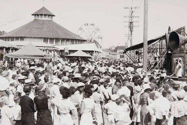 STATE FAIR/FAIRGROUNDS/MIDWAY/CROWDS/FAIRGOERS/CARNIVAL/TENT SHOWS: Crowds gather at the 1933 State Fair of Oklahoma at Northeast 10 and Eastern.  Oklahoman File Photo published 9/26/1933 ORG XMIT: KOD SF