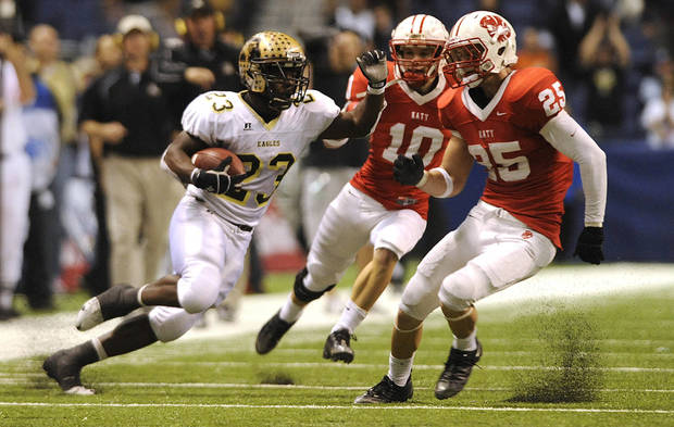 Abilene High running back Herschel Sims (23) cuts past a pair of Katy defenders during the fourth quarter of the Eagles' 28-17 win over Katy in the Class 5A Division II state championship game Saturday, Dec. 19, 2009, at the Alamodome in San Antonio.  (Photo by Tommy Metthe/Abilene Reporter-News)