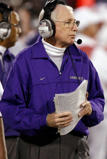 Kansas State coach Bill Snyder walks the sideline during the second half of the college football game between the University of Oklahoma Sooners (OU) and the Kansas State University Wildcats (KSU) at the Gaylord Family --Oklahoma Memorial Stadium on Saturday, Oct. 31, 2009, in Norman, Okla. Photo by Chris Landsberger, The Oklahoman ORG XMIT: KOD