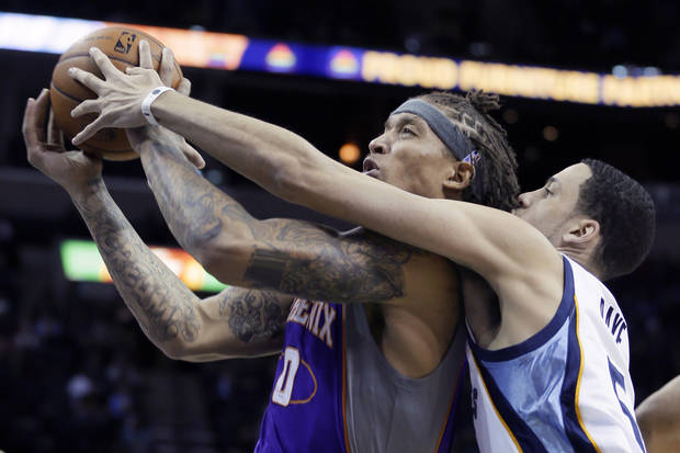 Phoenix Suns' Michael Beasley (0) goes to the basket in front of Memphis Grizzlies' Austin Daye (5) during first half of an NBA basketball game in Memphis, Tenn., Tuesday, Feb. 5, 2013. (AP Photo/Danny Johnston)