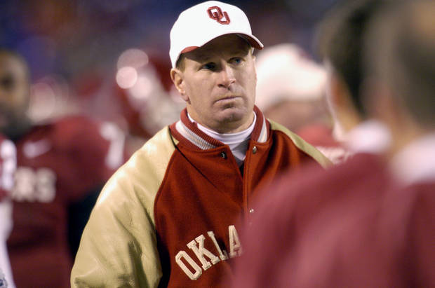 Kansas City , MU, Saturday December 6, 2003.The University of Oklahoma against Kansas State University during the Big 12 college football championship game at Arrowhead Stadium.  OU co-defensive coordinator (Arizone head coach) Mike Stoops walks the sidlines during OU's loss to KSU.  Staff photo by Bryan Terry