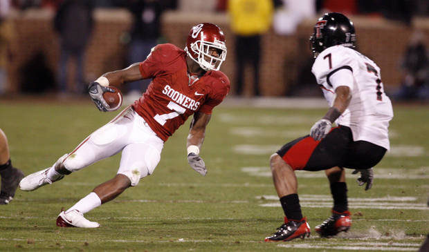 OU's Demarco Murray cuts in front of Darcel McBath of Texas Tech during the first half of the college football game between the University of Oklahoma Sooners and Texas Tech University at the Gaylord Family -- Oklahoma Memorial Stadium on Saturday, Nov. 22, 2008, in Norman, Okla.   BY STEVE SISNEY, THE OKLAHOMAN