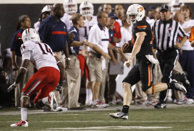 quarter of an NCAA college football game in Stillwater, Okla., Thursday, Sept. 8, 2011. (AP Photo/Sue Ogrocki)