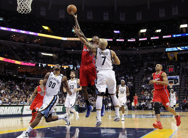 Los Angeles Clippers guard Jamal Crawford (11) goes to the basket against Memphis defenders Darrell Arthur (00), Marc Gasol (33), of Spain, Jerryd Bayless (7) and Zach Randolph (50) in the first half of an NBA basketball game on Monday, Jan. 14, 2013, in Memphis, Tenn. (AP Photo/Lance Murphey)