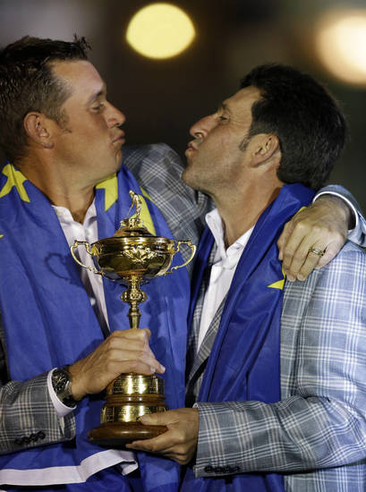 European team captain Jose Maria Olazabal, right, and Lee Westwood have some fun after winning the Ryder Cup PGA golf tournament Sunday, Sept. 30, 2012, at the Medinah Country Club in Medinah, Ill. (AP Photo/David J. Phillip)  ORG XMIT: PGA266