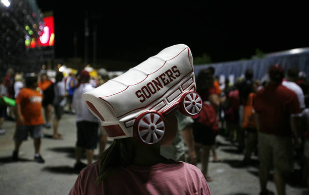 A Sooners hat during a Women's College World Series game between OU and Alabama at ASA Hall of Fame Stadium in Oklahoma City, Monday, June 4, 2012.  Photo by Garett Fisbeck, The Oklahoman
