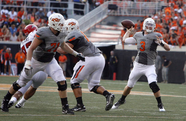 Oklahoma State&#039;s Brandon Weeden looks to throw during Saturday&#039;s game in Stillwater. Photo by Sarah Phipps, The Oklahoman