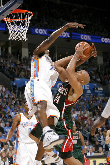 Joe Smith of Oklahoma City tries to block Richard Jefferson during the opening NBA basketball game between the Oklahoma City Thunder and the Milwaukee Bucks at the Ford Center in Oklahoma City, Wednesday, October 29, 2008.  BY BRYAN TERRY, THE OKLAHOMAN