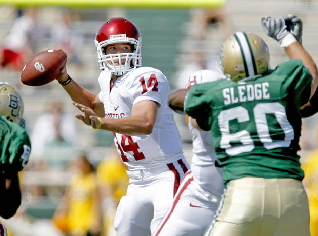 OU's Sam Bradford drops back to pass in the second half of the college football game between Oklahoma (OU) and Baylor University at Floyd Casey Stadium in Waco, Texas, Saturday, October 4, 2008.   BY BRYAN TERRY, THE OKLAHOMAN