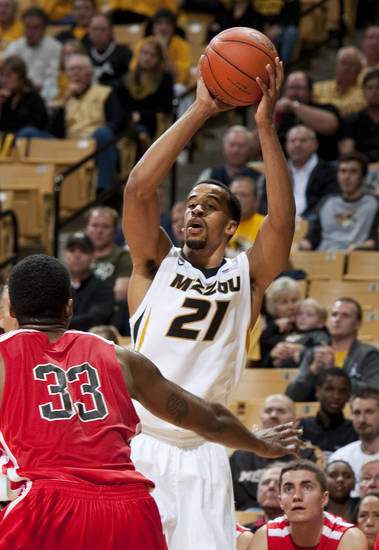 Missouri&#039;s Laurence Bowers shoots over Southeast Missouri State&#039;s Tyler Stone during the first half of an NCAA college basketball game Tuesday, Dec. 4, 2012, in Columbia, Mo. Bowers led all scorers with 26 points in Missouri&#039;s 81-65 victory. (AP Photo/L.G. Patterson)