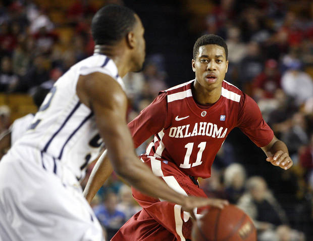 Oklahoma's Isaiah Cousins (right) defends Oral Roberts' D.J. Jackson (left)  during a basketball game at Oral Roberts University in Tulsa, Okla. on Wednesday, November 28, 2012. MATT BARNARD/Tulsa World ORG XMIT: DTI1211282122354931