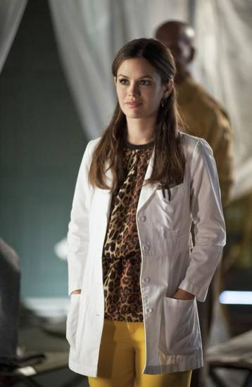 "Hart of Dixie -- ""Lovesick Blues"" -- Pictured: Rachel Bilson as Dr. Zoe Hart -- Image Number: HA213a_0147b-- Photo: Eddy Chen/The CW -- © 2013 The CW Network, LLC. All rights reserved."