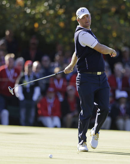 Europe's Peter Hanson reacts after missing a birdie putt on the 15th hole  during a singles match at the Ryder Cup PGA golf tournament Sunday, Sept. 30, 2012, at the Medinah Country Club in Medinah, Ill. (AP Photo/Chris Carlson)  ORG XMIT: PGA173
