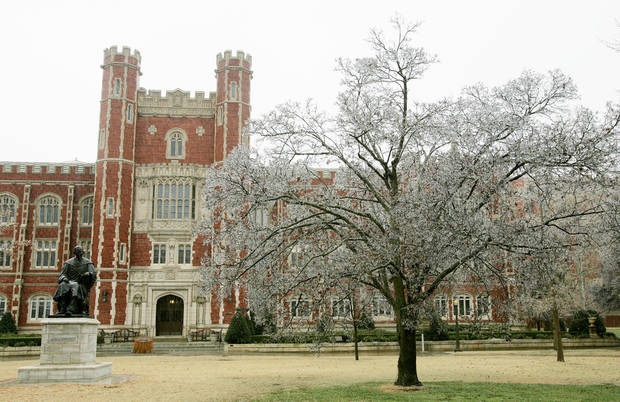 WINTER, COLD WEATHER, ICE STORM, OU: An ice-covered tree in front of Evans Hall on the North Oval of the University of Oklahoma Campus Sunday, Dec. 9, 2007. BY JACONNA AGUIRRE/THE OKLAHOMAN. ORG XMIT: KOD