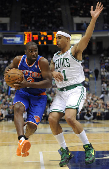 New York Knicks' Raymond Felton (2), left, is guarded by Boston Celtics' Courtney Lee (11), right, in the first half of an NBA preseason basketball game Saturday, Oct. 13, 2012, in Hartford, Conn. (AP Photo/Jessica Hill)