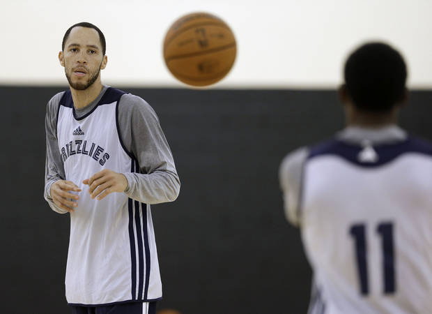 Memphis Grizzlies point guard Mike Conley (11) passes to forward Tayshaun Prince, left, during NBA basketball training camp on Tuesday, Oct. 1, 2013, in Nashville, Tenn. (AP Photo/Mark Humphrey)