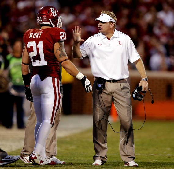 Defensive coordinator Mike Stoops has words for Tom Wort (21) during the second half of the college football game where  the University of Oklahoma Sooners (OU) defeated the Baylor University Bears (BU) 42-34 at Gaylord Family-Oklahoma Memorial Stadium in Norman, Okla., Saturday, Nov. 10, 2012.  Photo by Steve Sisney, The Oklahoman