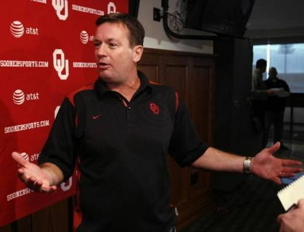 OU football coach Bob Stoops passed on a chance to stump for BCS votes on Thanksgiving night. By Steve Sisney.