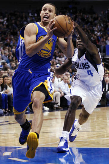   Golden State Warriors shooting guard Stephen Curry (30) drives to the basket as Dallas Mavericks&#039; Darren Collison (4) defends in the first half of an NBA basketball game, Monday, Nov. 19, 2012, in Dallas. (AP Photo/Tony Gutierrez)  
