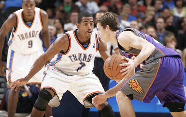 Thunder coach Scott Brooks likes the work ethic of 12-year veteran Kevin Ollie (left).  Photo by Chris Landsberger, The Oklahoman