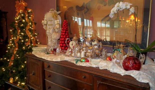Christmas decorations were everywhere in the Huff home. (Photo by Helen Ford Wallace).