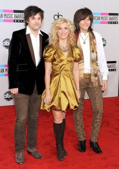 arrives at the 38th Annual American Music Awards on Sunday, Nov. 21, 2010 in Los Angeles. (AP Photo/Chris Pizzello)