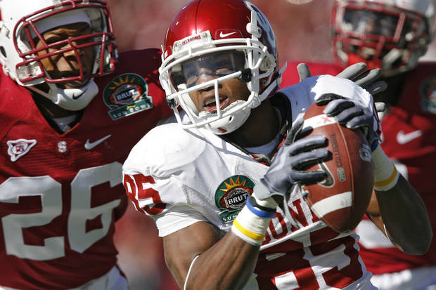 Oklahoma's Ryan Broyles (85) pulls in a pass for a touchdown in front of Stanford's Delano Howell (26) during the first half of the Brut Sun Bowl college football game between the University of Oklahoma Sooners (OU) and the Stanford University Cardinal on Thursday, Dec. 31, 2009, in El Paso, Tex.   Photo by Chris Landsberger, The Oklahoman