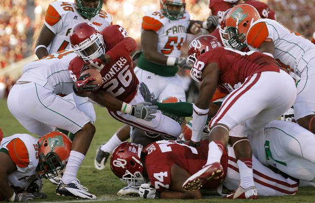Oklahoma&#039;s Damien Williams (26) scores a touchdown during the college football game between the University of Oklahoma Sooners (OU) and Florida A&amp;M Rattlers at Gaylord Family-Oklahoma Memorial Stadium in Norman, Okla., Saturday, Sept. 8, 2012. Photo by Bryan Terry, The Oklahoman