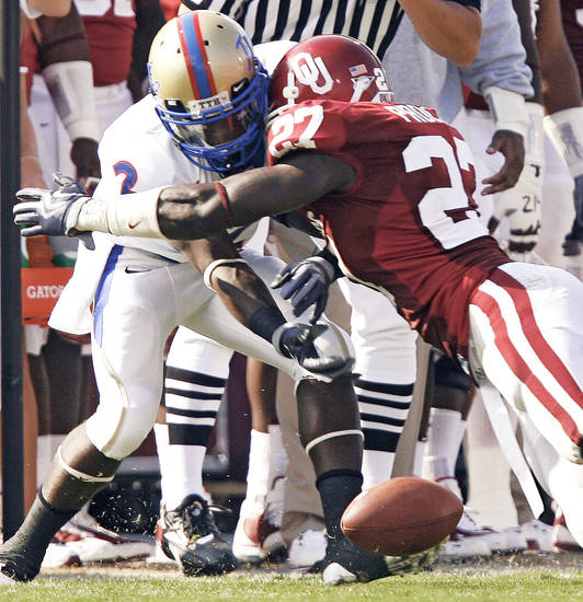 Oklahoma's Sam Proctor, right, breaks up a pass intended for Tulsa's A.J. Whitmore. Photo by Chris Landsberger, The Oklahoman