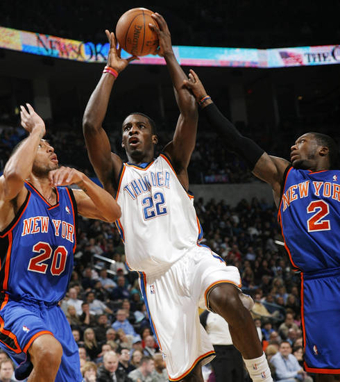 Oklahoma City's Jeff Green (22) shoots between Jared Jeffries (20) and Nate Robinson (2) of New York during the NBA basketball game between the Oklahoma City Thunder and the New York Knicks at the Ford Center in Oklahoma City, January 11, 2010. Photo by Nate Billings, The Oklahoman