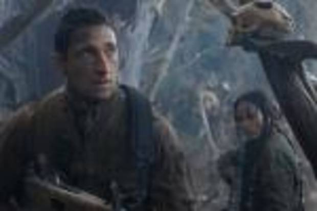 (left to right) Adrien Brody and Alice Braga in Predators.