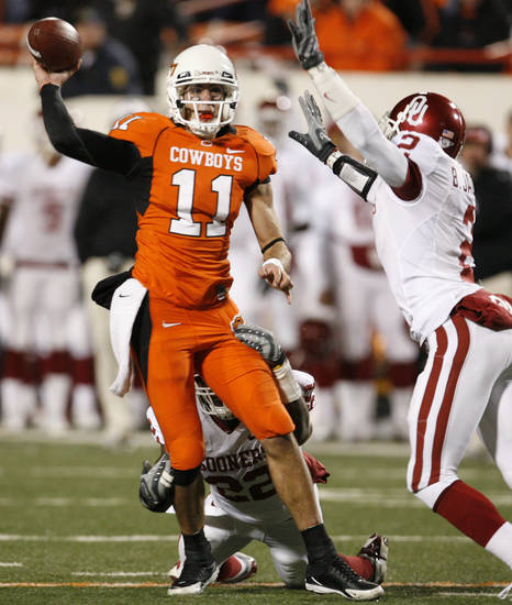 Zac Robinson throws a touchdown pass to Dez Bryant during the second half of the college football game between the University of Oklahoma Sooners (OU) and Oklahoma State University Cowboys (OSU) at Boone Pickens Stadium on Saturday, Nov. 29, 2008, in Stillwater, Okla. STAFF PHOTO BY NATE BILLINGS