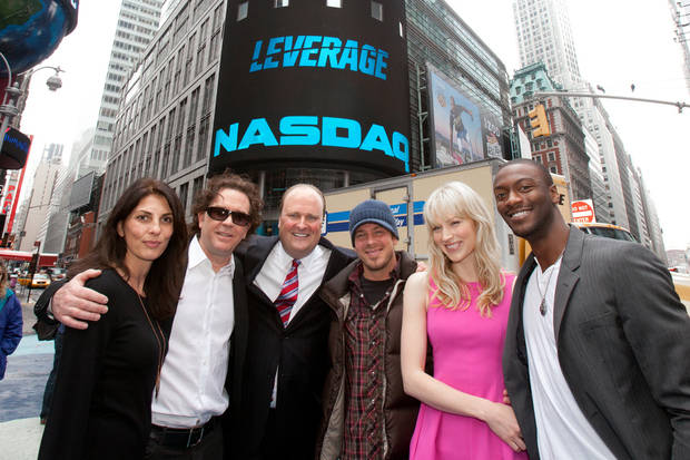 Gina Bellman, Timothy Hutton, David Wicks (Vice President, NASDAQ OMX MarketSite), Christian Kane, Beth Riesgraf and Aldis Hodge - Photo by Zef Nikolla, NASDAQ