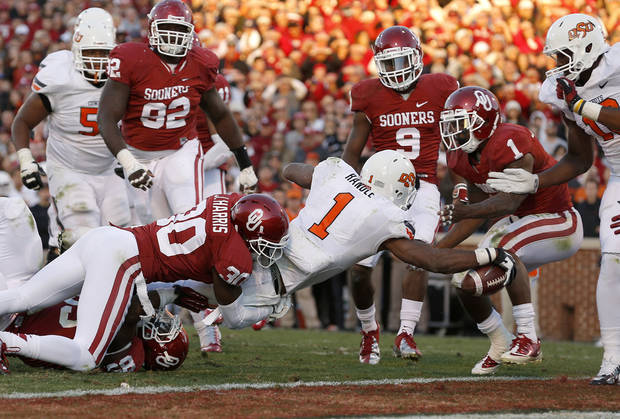 BEDLAM FOOTBALL: Oklahoma State's Joseph Randle (1) scores a touchdown during the Bedlam college football game between the University of Oklahoma Sooners (OU) and the Oklahoma State University Cowboys (OSU) at Gaylord Family-Oklahoma Memorial Stadium in Norman, Okla., Saturday, Nov. 24, 2012. Oklahoma won 51-48. Photo by Bryan Terry, The Oklahoman