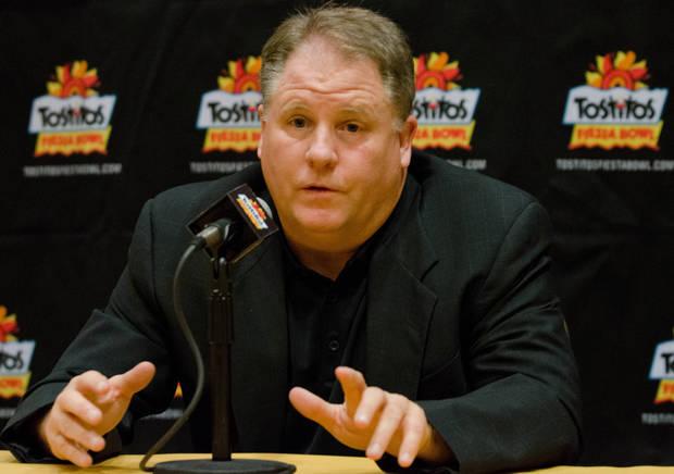 Oregon football coach, Chip Kelly, discusses the upcoming Fiesta Bowl with the media at a press conference on Wednesday, Dec. 26, 2012 in Scottsdale, Ariz. (AP Photo/The Arizona Republic,Angela Piazza)  MARICOPA COUNTY OUT; MAGS OUT; NO SALES