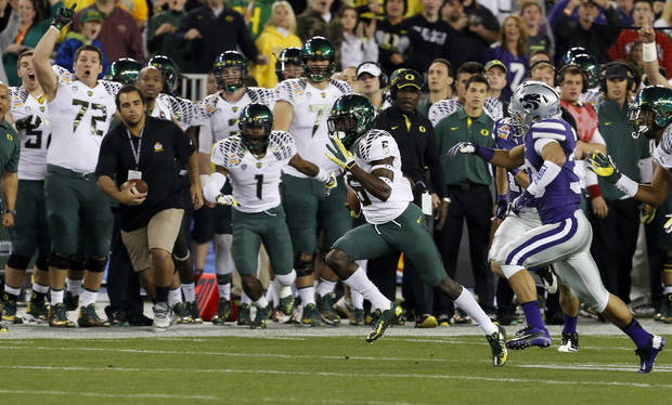 Oregon running back De'Anthony Thomas (6) returns the opening kickoff 94 yards for a touchdown against Kansas State during the first half of the Fiesta Bowl NCAA college football game, Thursday, Jan. 3, 2013, in Glendale, Ariz. (AP Photo/Ross D. Franklin)