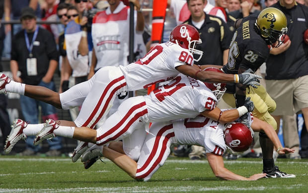 Oklahoma's Adron Tennell (80), Jacob Gutierrez (21) and Garrett Hartley (10) try to bring down Colorado's Terrence Wheatley (26) on a kick return during the first half of the college football game between the University of Oklahoma Sooners (OU) and the University of Colorado Buffaloes (CU) at Folsom Field on Saturday, Sept. 28, 2007, in Boulder, Co. 