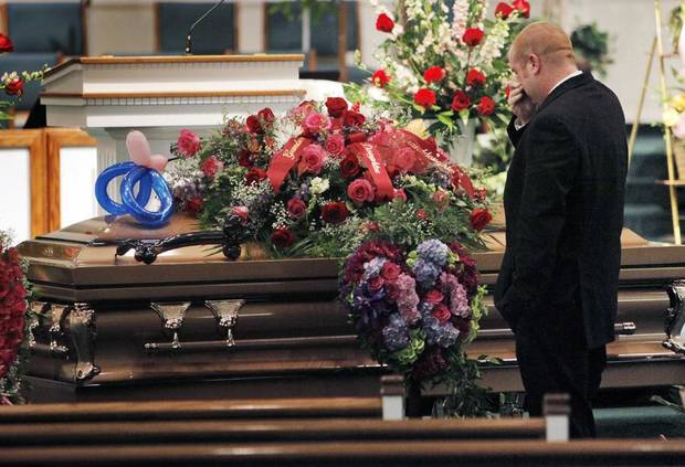 FAMILY / FIRE DEATHS: Ryan Hammer, the father of Chasity Hammer, pauses in front of the casket during the funeral for Katrina Griffin and her children, Christian Griffin, 8, and Chasity Hammer, 6, at First Baptist Church in Blanchard, Oklahoma, Friday, July 30, 2010. The bodies of Griffin and her two children were found burned in their home near Dibble, Oklahoma, on July 23, 2010. Photo by Nate Billings, The Oklahoman ORG XMIT: KOD