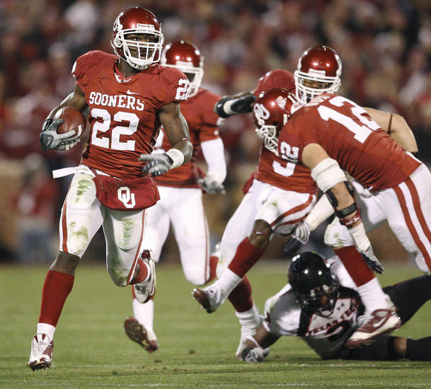 OU&#039;s Keenan Clayton runs back a fumble during the college football game between the University of Oklahoma Sooners and Texas Tech University at Gaylord Family -- Oklahoma Memorial Stadium in Norman, Okla., Saturday, Nov. 22, 2008. BY BRYAN TERRY, THE OKLAHOMAN